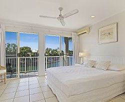 Portside Noosa Waterfront Resort - Close to Restaurants, Shops